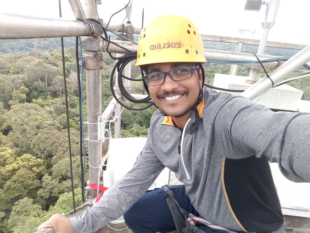 Sachin Patade on the 80 meter tower collecting samples. © Sachin Patade / Uni Lund