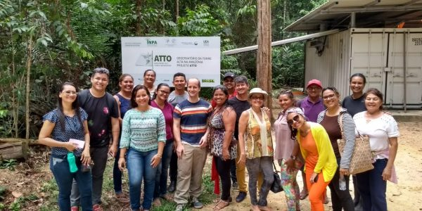 Teachers from near-by communities within the Uatumã Sustainable Development Reserve and representatives of the Secretary of Education of Presidente Figueiredo, the municipality to which these communities belong, visited ATTO.