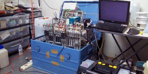 GRAEGOR Detektoreinheit zur Messung von Spurengasen wie Stickstoff im Laborcontainer. © Robbie Ramsay / University of Edinburgh