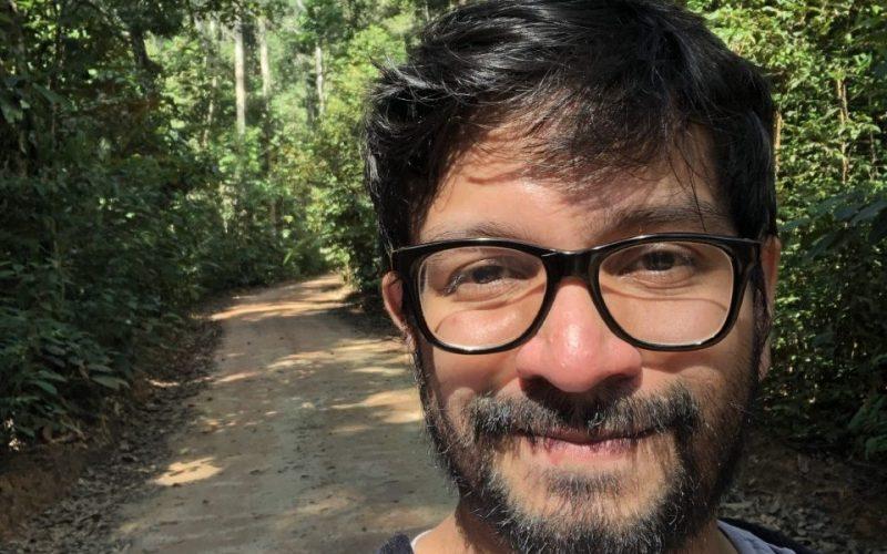 Rodrigo Alves is analyzing cryptogamic communities at ATTO.